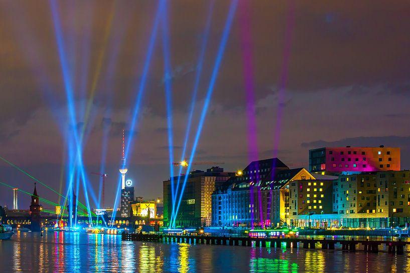 Lichtshow op de Berlijnse skyline van Frank Herrmann