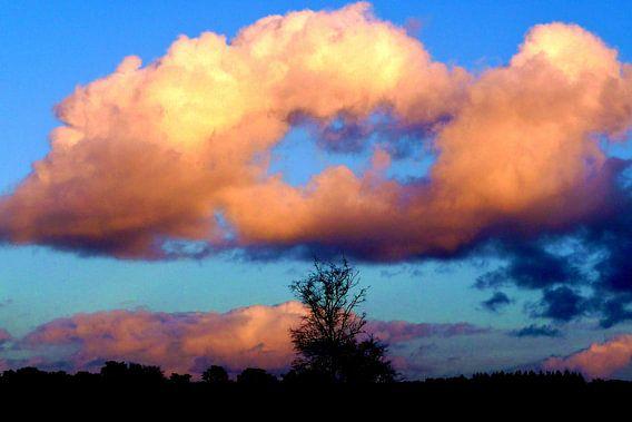 Wolkenlucht boven Soest van Lex Boon