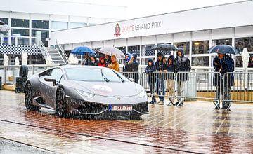 Lamborghini in de regen van Peter Deschepper