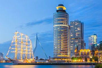 Kop van Zuid met B.A.P. Unión na zonsondergang von Prachtig Rotterdam