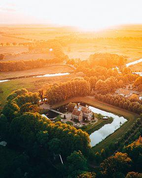 Schloss Wedde in Groningen mit Sonnenuntergang von Marion Stoffels