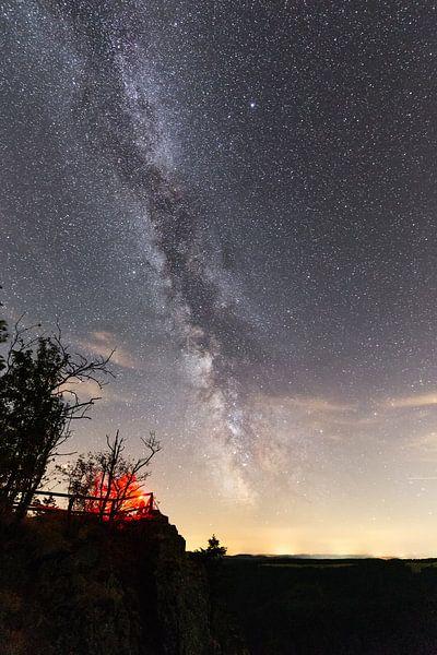 Milchstraße über den Hahnenkleeklippen van Oliver Henze