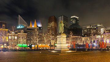 Winteravond op het Plein in het centrum van Den Haag van