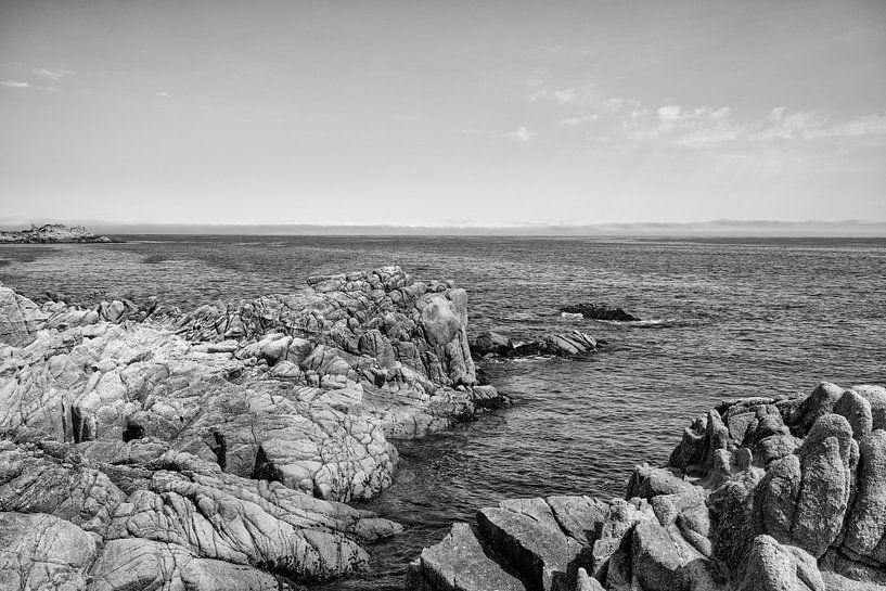 Rotsen in de grote Oceaan - Zwart / Wit  (E) van Remco Bosshard