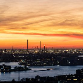 Zonsondergang Rotterdamse haven van Jeroen Kleiberg