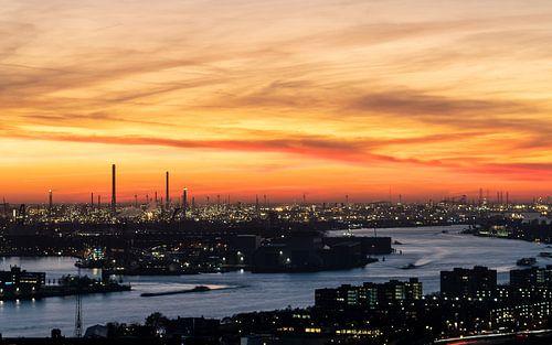 Zonsondergang Rotterdamse haven van