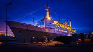 SS Rotterdam blue hour van Roy Vermelis