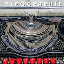 Vieille machine à écrire sur Christine Nöhmeier