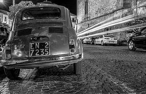 Fiat 500 in de avond van