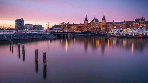 Gare centrale d'Amsterdam van Arnaud Bertrande