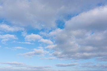 Wolken boven Noordzee van Jan Pott