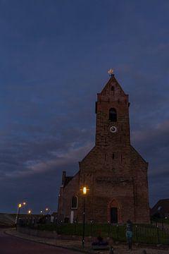 De kerk van Wierum, Friesland in het donker. van Erik de Rijk