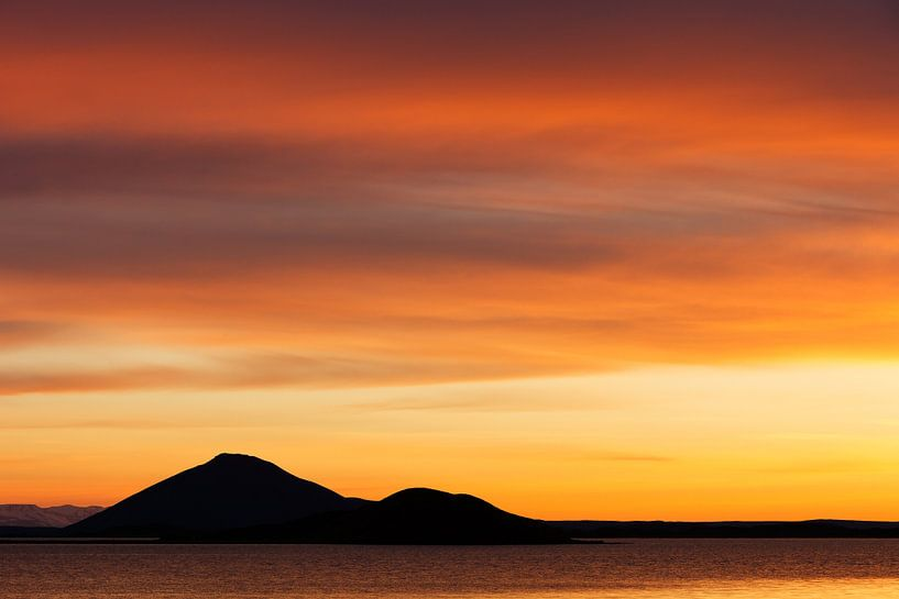 Myvatn sunset - Iceland van Arnold van Wijk