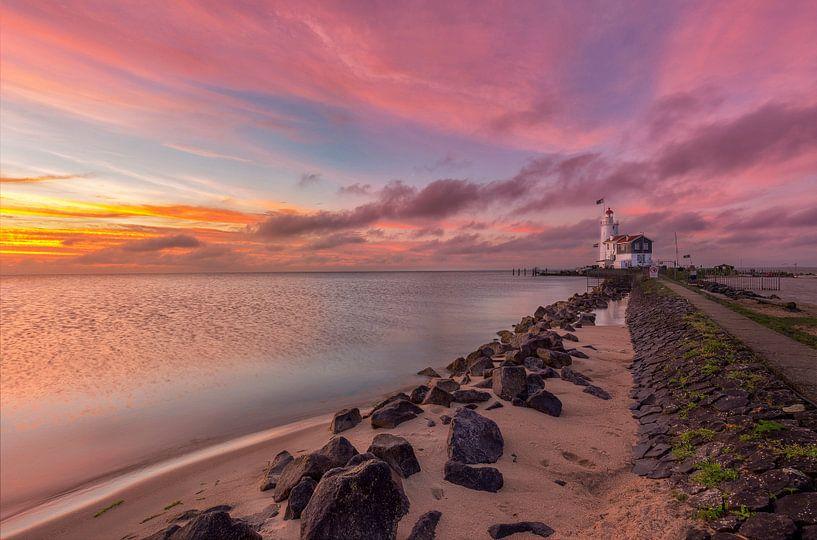 Sunrise by the lighthouse of Marken van Costas Ganasos