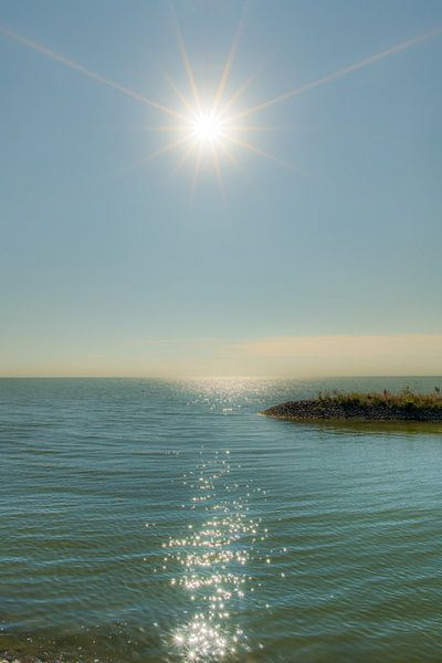 De pier van de haven van Laaxum in Friesland in de zon van Harrie Muis