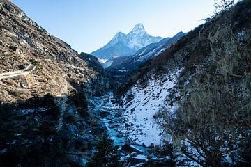 Goedemorgen Ama Dablam Nepal. van Ton Tolboom