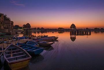 Zonsopkomst bij Gadi Sagar ( Gadisar ) Lake, India