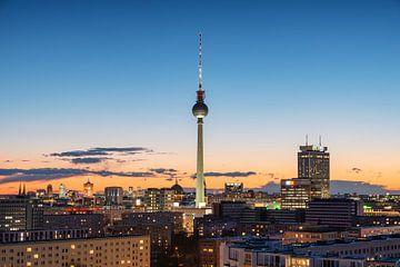 Berliner Skyline zur blauen Stunde von Robin Oelschlegel