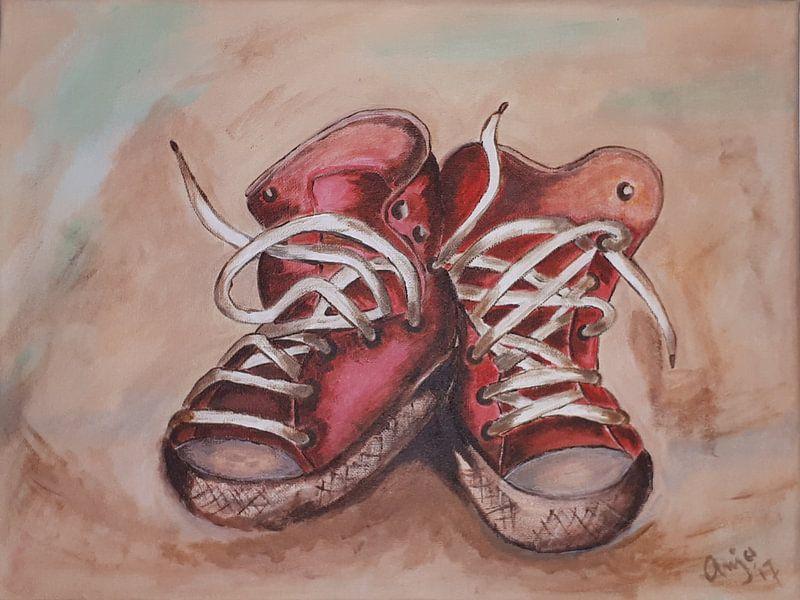 Rode, oude sneakers van Anja  Bulté