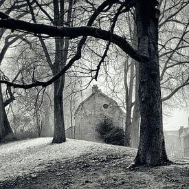 Straatfotografie in Utrecht.  In het park Manenburg met zicht op de Wijde Doelen in Utrecht.(Utrecht van De Utrechtse Grachten