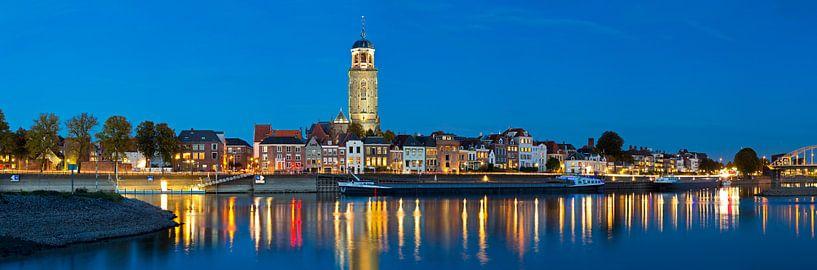 Panorama Deventer met Lebuïnuskerk van Anton de Zeeuw