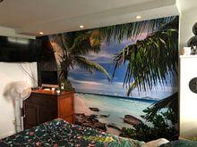 Klantfoto: Tropisch strand van de Seychellen van Krijn van der Giessen, als naadloos behang