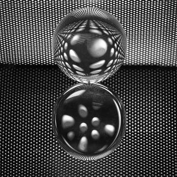 Gesprenkelte Glühbirne schwarz und weiß von Herman Peters