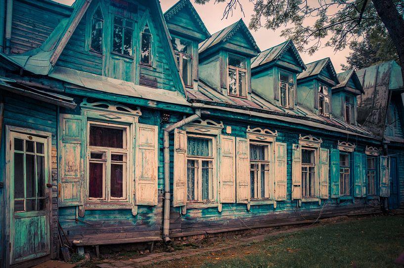 Vilnius houten oude huisjes van Manon Ruitenberg