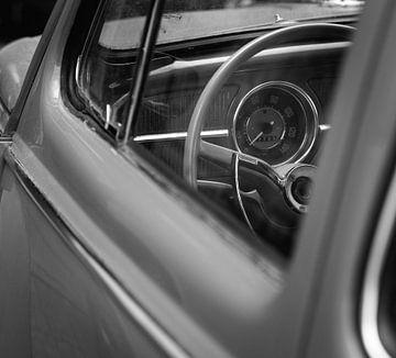 Lenkrad eines Volkswagen Käfers von Ronald van der Zon