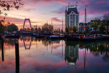 Zonsopkomst Oude Haven Rotterdam van Mark De Rooij