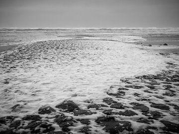 Pier met schuim bij de strandplaats Callantsoog