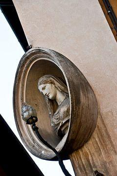 Maria beeld aan gevel van Marieke van der Hoek-Vijfvinkel