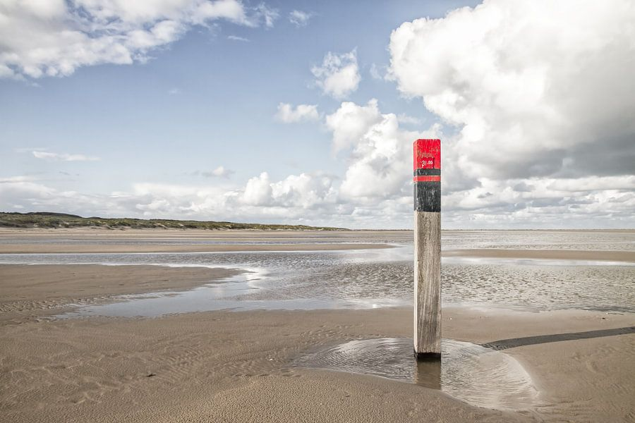 Strandpaal op Texel / Texel beach van Justin Sinner Pictures ( Fotograaf op Texel)