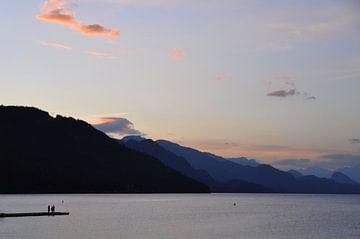 Zonsondergang over bergmeer van Bianca Dekkers-van Uden