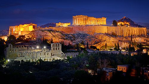 de Akropolis in Athene in de schemering na zonsondergang van Riekus Reinders