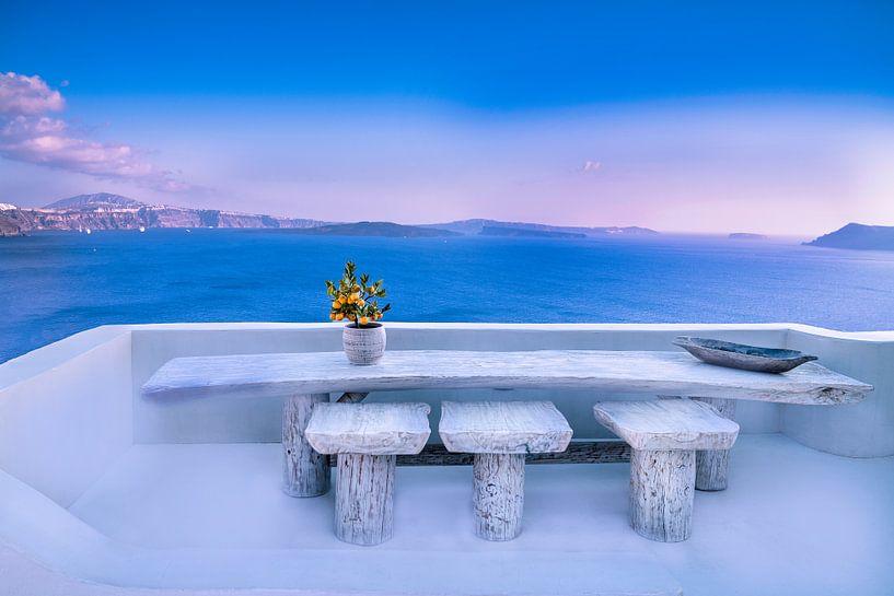 Mooi uitzicht vanuit Ouia ( Santorini) van Tonny Visser-Vink