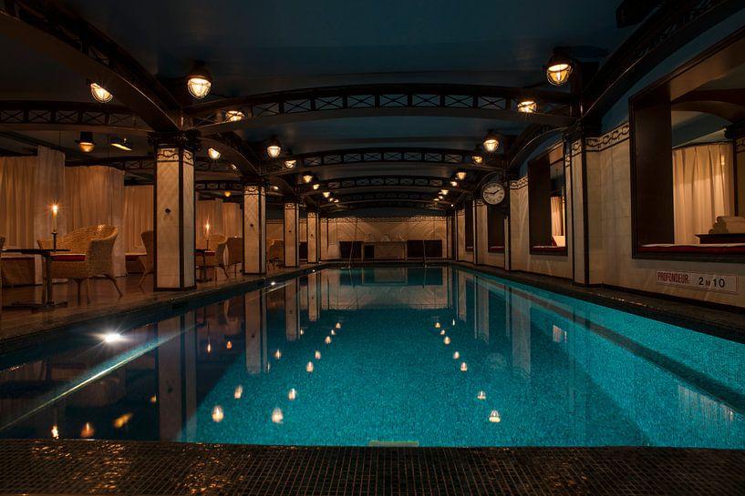 Zwembad, Hotel Costes, Parijs van Robert van Hall