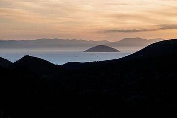 Îles grecques dans la lumière du soir sur