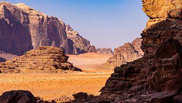 Felslandschaft in Wadi Rum, Jordanien von Jessica Lokker