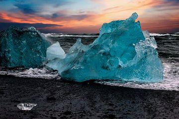 Icebergs sur la plage Islande sur Gert Hilbink