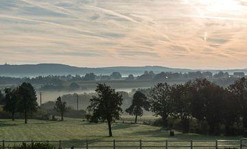 zonsopkomst in de belgische voerstreek van Compuinfoto .
