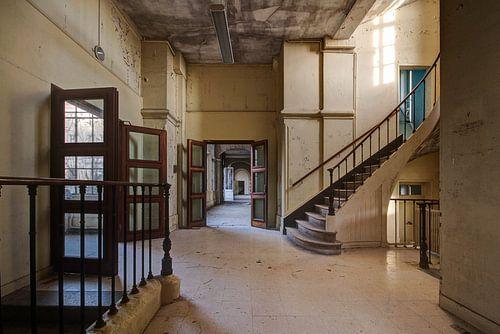 Doorkijkje met trap van