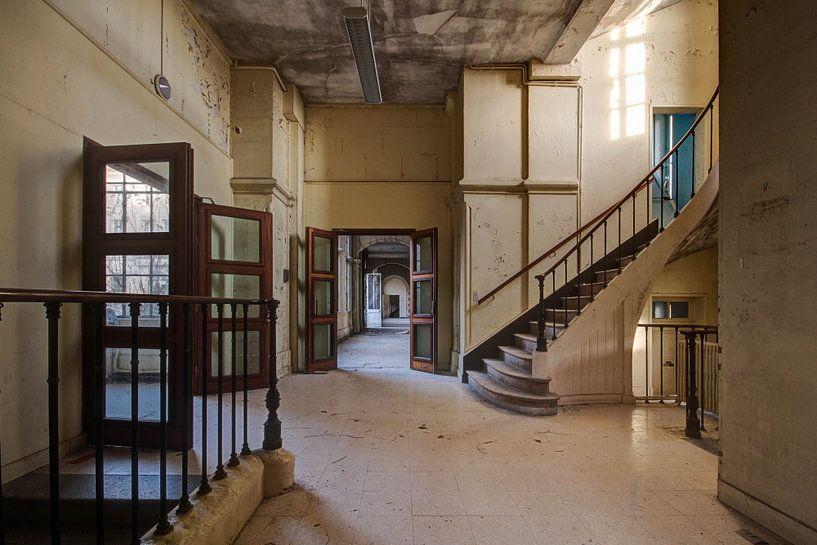 Doorkijkje met trap van Anya Lobers