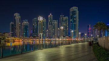 Dubai bij nacht 10 van Peter Korevaar