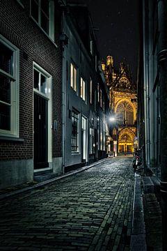 Steegje naar Sint-Janskathedraal van Jeffrey Van Zandbeek