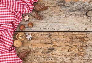 Weihnachten Hintergrund mit traditionellen und rustikalen Dekorationen von Alex Winter