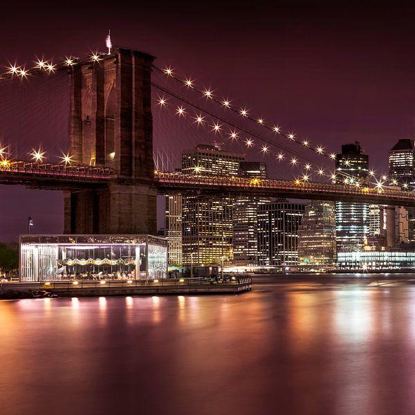 BROOKLYN BRIDGE vertoningen in de nacht