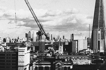 Skyline London, schwarz-weiß. von Erik Juffermans