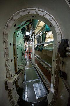 Spaziergang in einem alten U-Boot von Michel Knikker