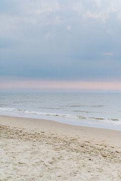 Pastellstrand Katwijk 01 von Lisenka l' Ami Fotografie